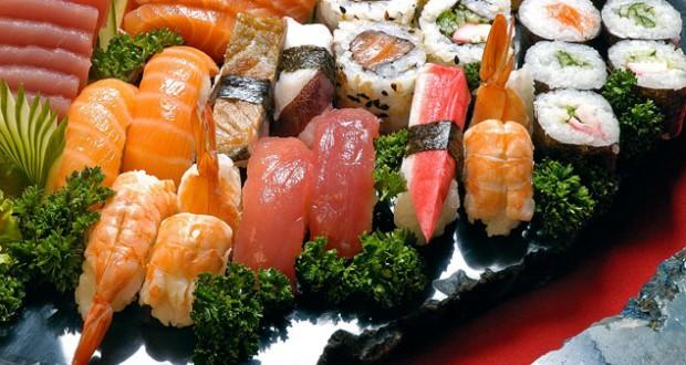 Resultado de imagem para sashimi de tako, camarão salmão e wasabi