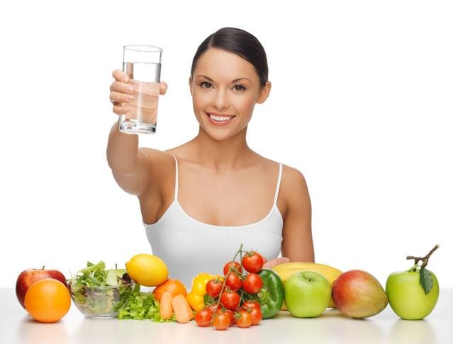 Resultado de imagem para mulher comendo fruta