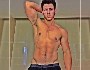 Nick jonas- barriga tanquinho