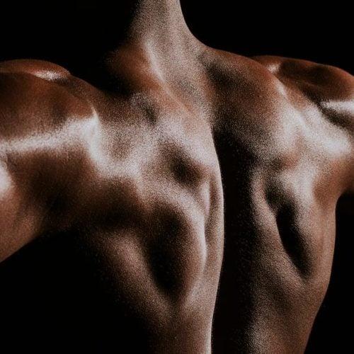 costas musculosas