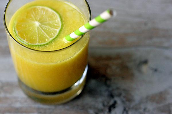 Suco de abacaxi e limão