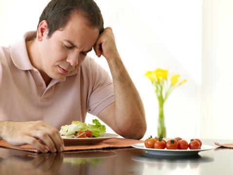comendo-salada-chateado