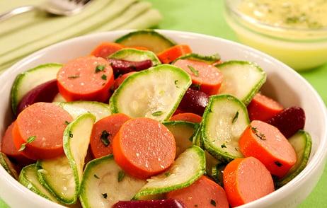 salada de abobrinha e salsicha