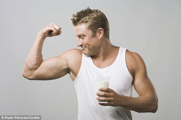 Bodybuilder com leite