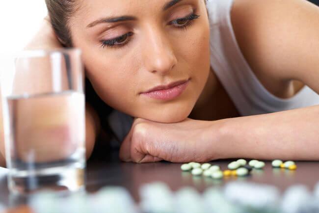 Mulher com remédios