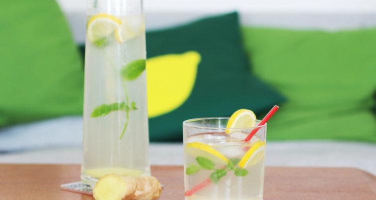 Suco com gengibre com limão