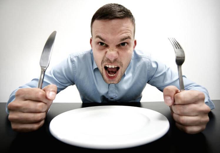 Rapaz com fome