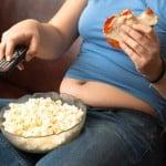 Sedentário vendo TV