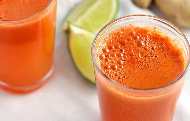 Suco de cenoura com limão
