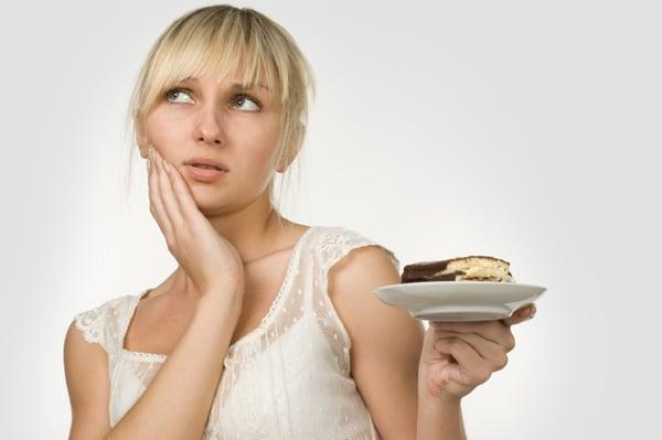 woman-eating-cake