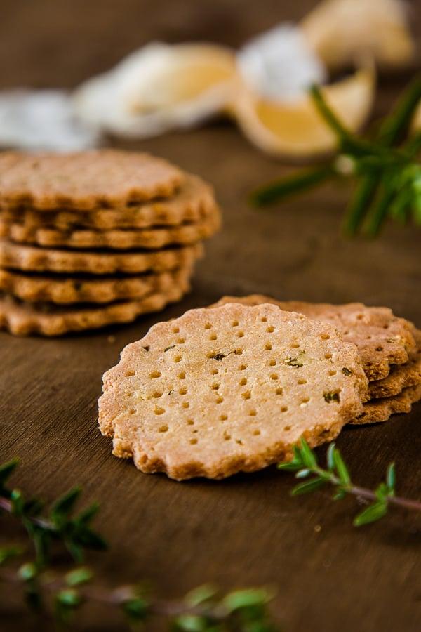 Herb-and-Garlic-Amaranth-Crackers-3