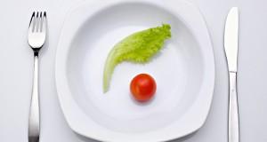 Alface e tomate em prato