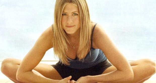 Jennifer Aniston praticando yoga