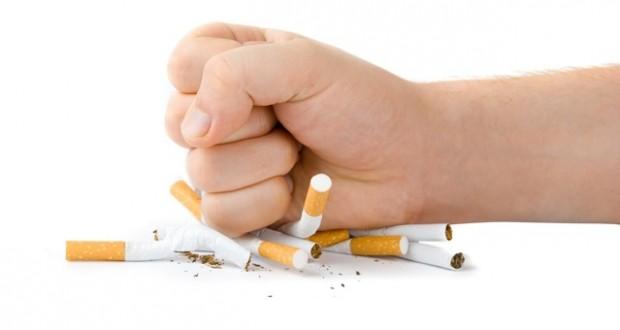 Amassando cigarros
