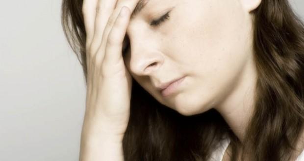 Mulher doente cansada