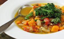 Sopa de legumes com frango para dieta