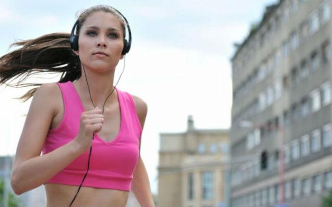 correndo escutando música