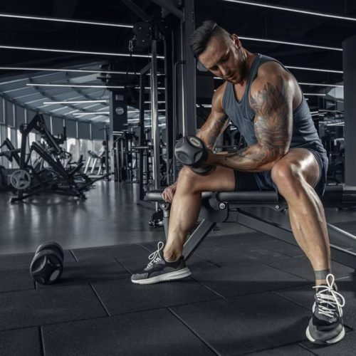 treino bíceps na academia