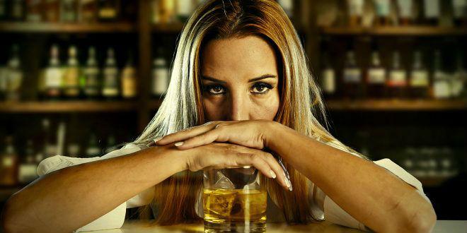 Mulher alcoólatra