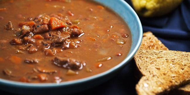 Sopa de feijão com carne