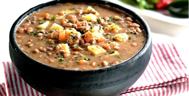Sopa de feijão com legumes