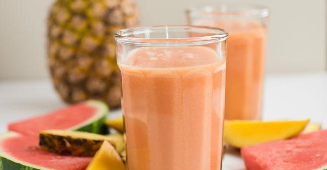Suco de melancia com abacaxi