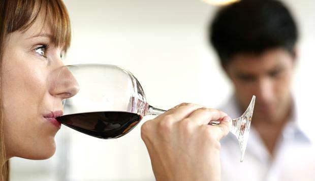 Bebendo vinho