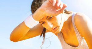 Cansada treinando no calor