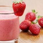 10 Receitas de Vitamina de Morango com Leite para Emagrecer