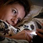 Exposição à Luz Artificial à Noite Pode Aumentar Risco de Câncer de Mama
