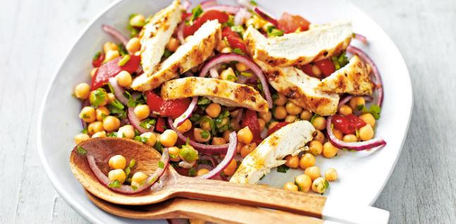 Salada de grão-de-bico com-frango