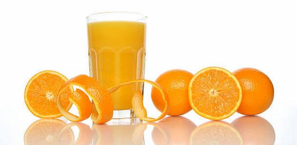 Suco de laranja com casca