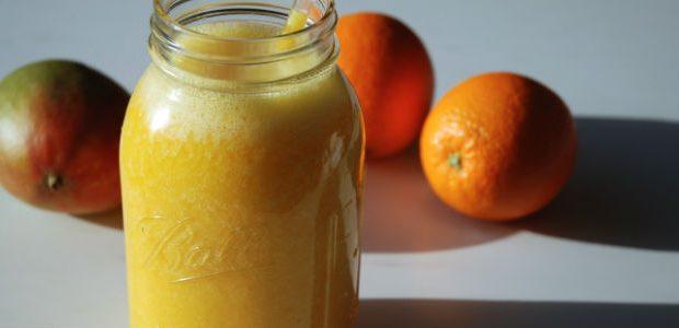 Suco de manga com laranja