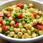 8 Receitas de Salada de Grão de Bico com Legumes Light