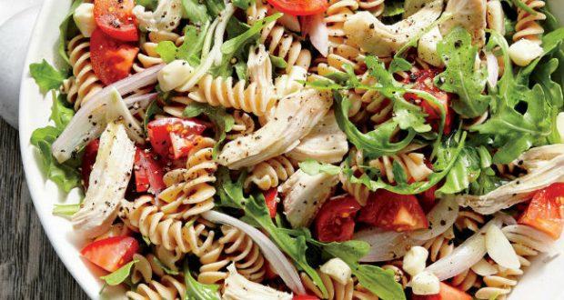 Salada de macarrão fit