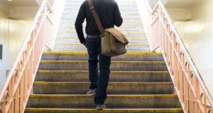 Subindo escadas