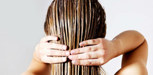 Óleo de coco no cabelo