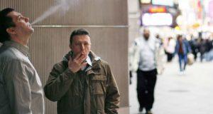Pessoas fumando