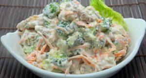 Salada de maionese com brócolis