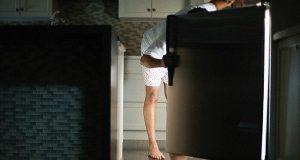 Assaltando a geladeira à noite