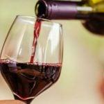 Beber Vinho Antes de Dormir Pode Ajudar a Perder Peso, Dizem Estudos