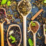 8 melhores chás para a retenção de líquidos