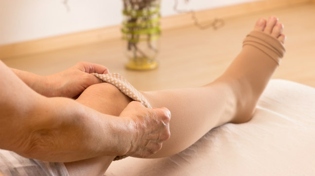 Pernas joelhos baixo nas aperto dos para