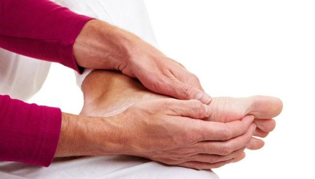 Nas dormência dor e pernas óssea