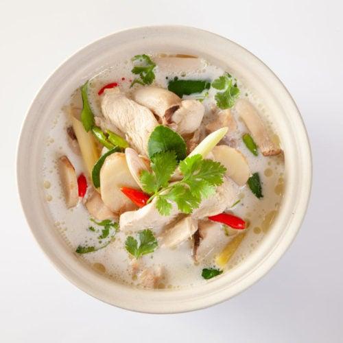 Sopa de frango com legumes para emagrecer