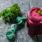 Receita de suco detox de ervas, verduras e legumes bom para o fígado