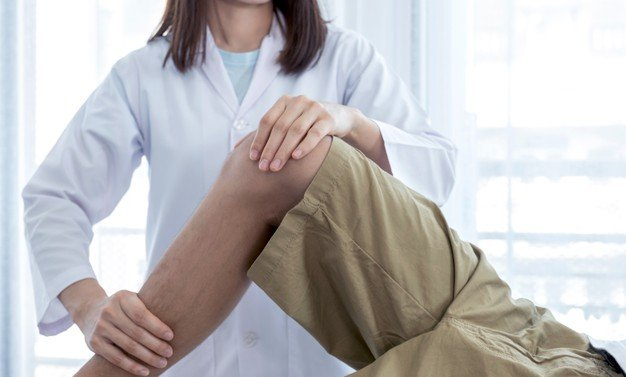 massagem na perna