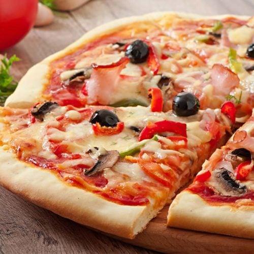 Pizza de mussarela low carb, fácil, saudável e deliciosa