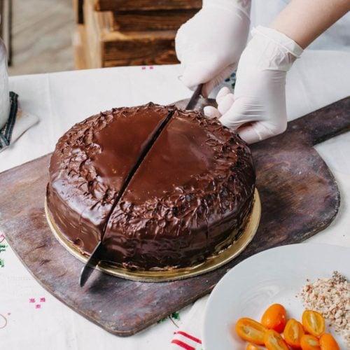 Bolo de chocolate light, fofinho, fácil e delicioso