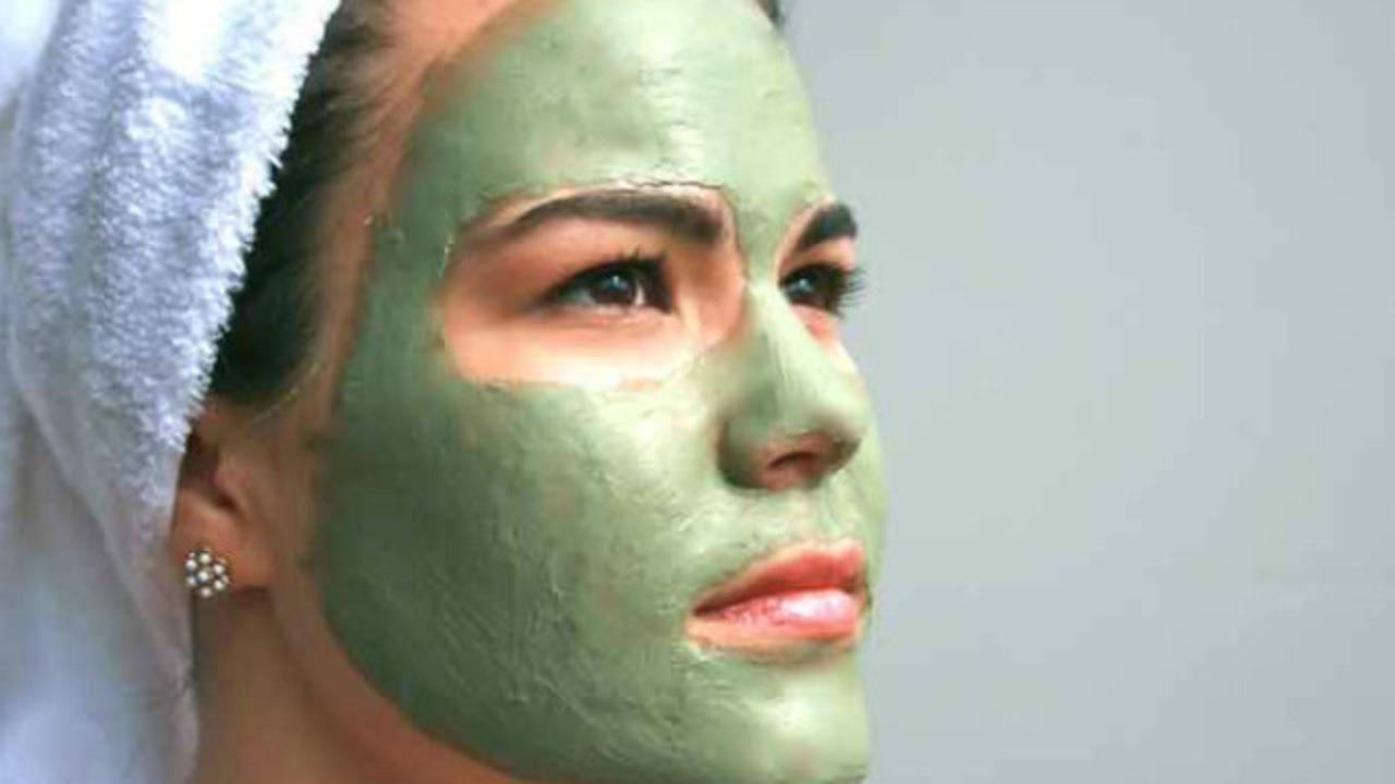 passar cha verde no rosto e bom